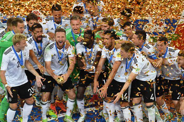 Футболисты сборной Германии с Кубком конфедераций