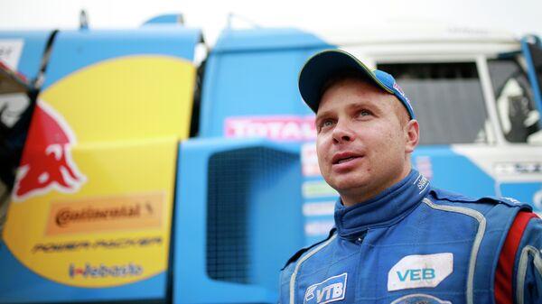 Эдуард Николаев из команды КАМАЗ-мастер после завершения одного из этапов Шелкового пути