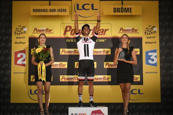 Австралийский велогонщик Майкл Мэттьюс на подиуме 16-го этапа Тур де Франс-2017