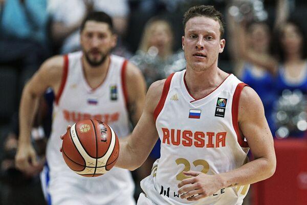 Баскетболисты сборной России Никита Курбанов (слева) и Дмитрий Кулагин