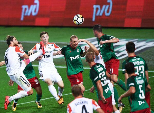 Игровой момент матча Локомотив - Урал