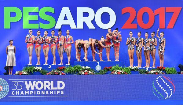 Сборная Японии, сборная России, сборная Болгарии (слева направо)