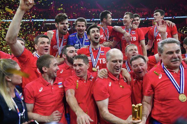 Волейболисты и тренерский штаб сборной России