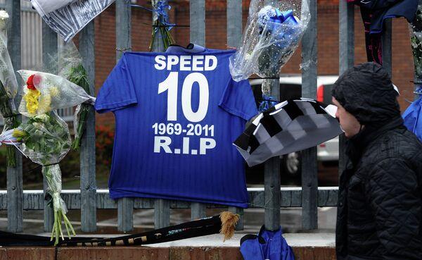 Футболка экс-футболиста Эвертона Гари Спида, скончавшегося в 2011 году