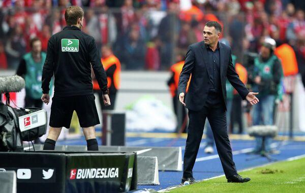 И.о. главного тренера мюнхенской Баварии Вилли Саньоль (справа)