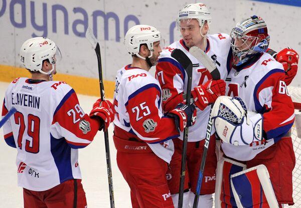 Хоккеисты Локомотива Егор Аверин, Максим Тальбо, Рушан Рафиков и Александр Судницин (слева направо)