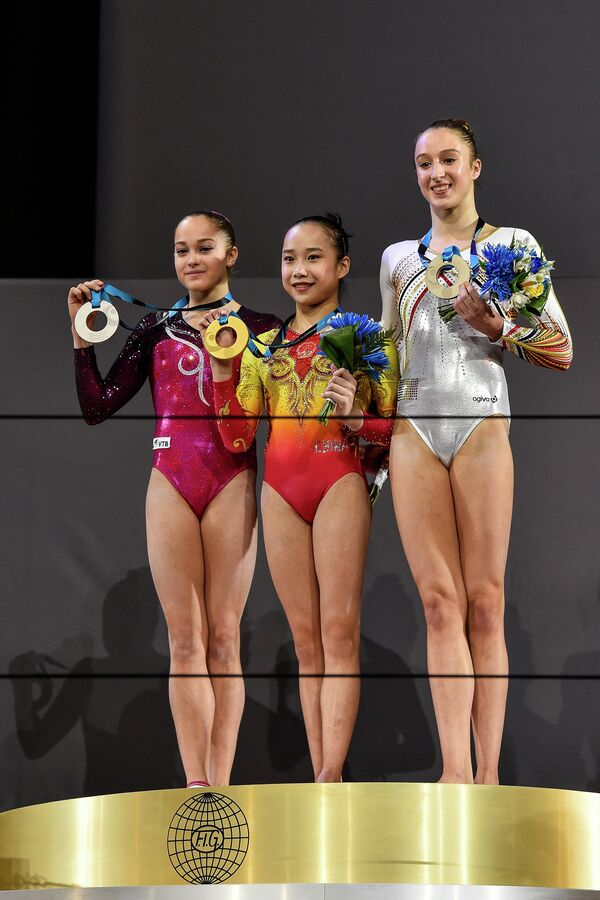 Россиянка Елена Еремина, китаянка Фань Илинь и бельгийка Нине Дервель (слева направо)