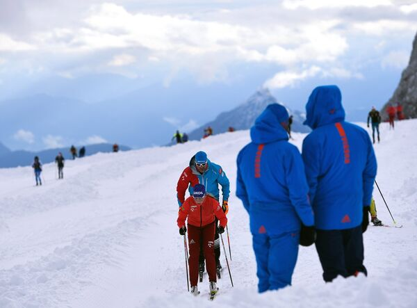 Российские лыжники на тренировке на леднике Дахштайн в Австрии