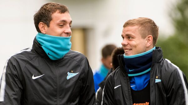 Нападающие Зенита Артем Дзюба (слева) и Александр Кокорин