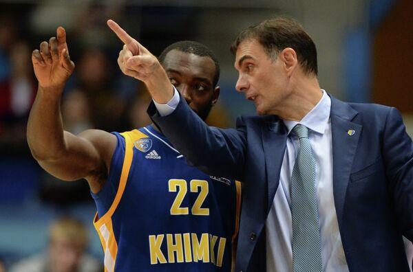 Защитник Химок Чарльз Дженкинс и главный тренер Химок Георгиос Барцокас (слева направо)