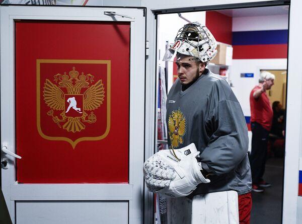 Вратарь сборной России по хоккею Игорь Шестёркин