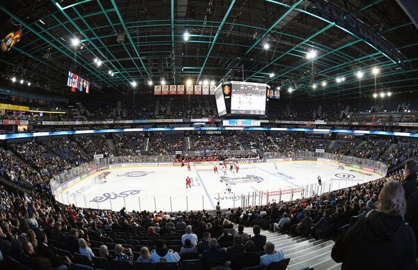Зрители на трибунах во время матча между сборными Финляндии и России