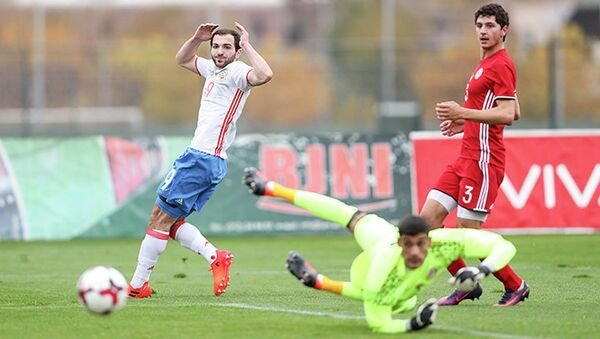 Игровой момент матча отборочного турнира чемпионата Европы 2019 года между молодежными сборными Армении и России