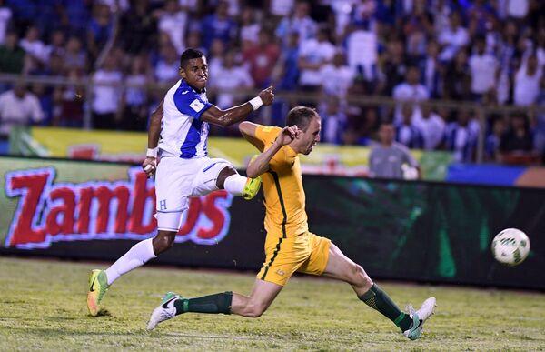 Игровой момент матча Гондурас - Австралия