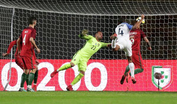 Игровой момент товарищеского матча между сборными Португалии и США