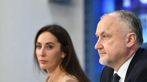 Юрий Ганус (в центре) и Маргарита Пахноцкая