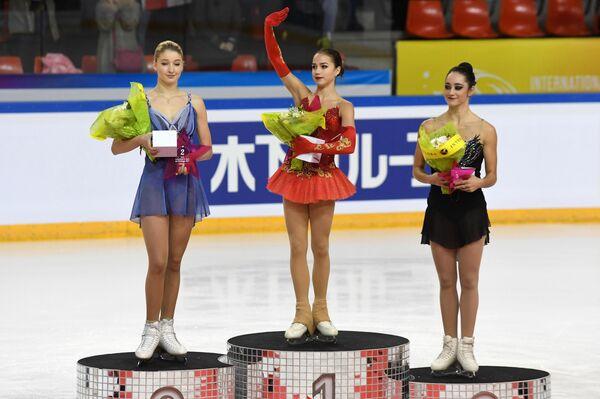 Мария Сотскова, Алина Загитова и Кейтлин Осмонд (слева направо)