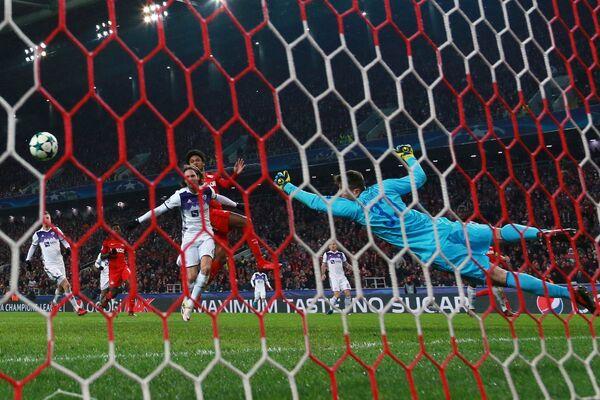 Игровой момент матча пятого тура группового этапа Лиги чемпионов Спартак - Марибор