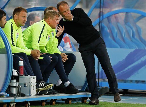 Главный тренер Тосно Дмитрий Парфёнов и старший тренер Тосно Владимир Бесчастных (справа налево)