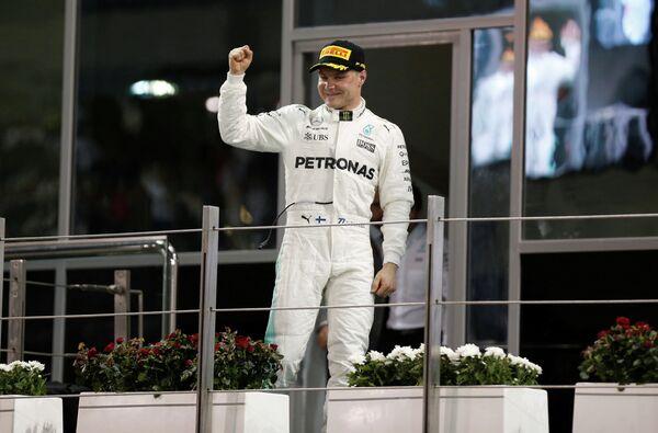 Пилот Мерседеса Вальттери Боттас - победитель Гран-при Абу-Даби