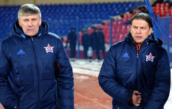 Главный тренер ФК СКА-Хабаровск Алексей Поддубский (справа)