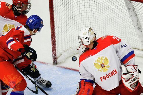 Игровой момент матча юниорских сборных России и Чехии (до 18 лет)
