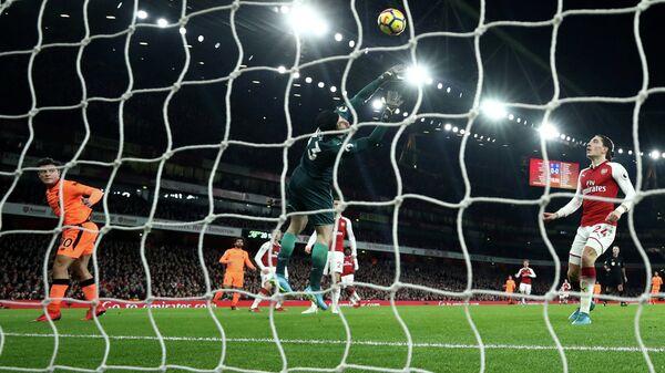 Игровой момент матча чемпионата Англии по футбол Арсенал - Ливерпуль