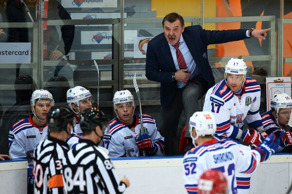 Главный тренер ХК СКА Олег Знарок и игроки клуба