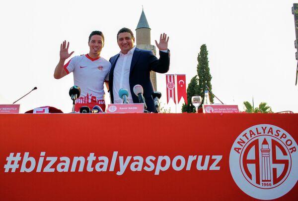 Самир Насри (слева)