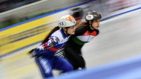Софья Просвирнова (слева)