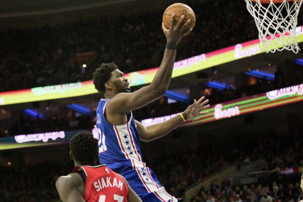Центровой клуба НБА Филадельфии Севенти Сиксерс Джоэл Эмбид