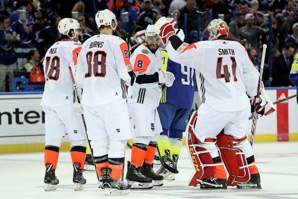 Хоккеисты сборной Тихоокеанского дивизиона после победы в финале Матча звезд НХЛ