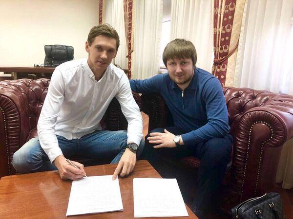 Новичок ФК Динамо (Киев) Денис Гармаш (слева)