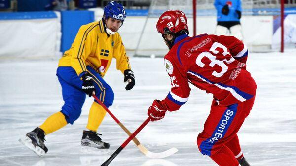 Игрок сборной России Андрей Прокопьев (справа)