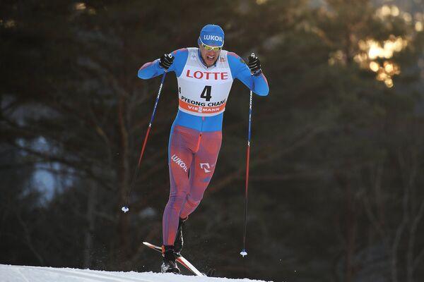 Александр Панжинский на дистанции спринта на этапе Кубка мира по лыжным гонкам в Пхенчхане