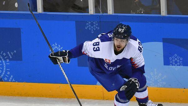 Форвард сборной Словакии Мартин Бакош радуется заброшенной шайбе