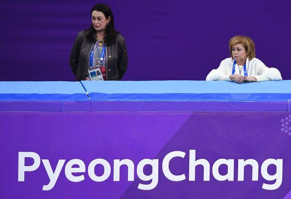 Елена Буянова (справа)