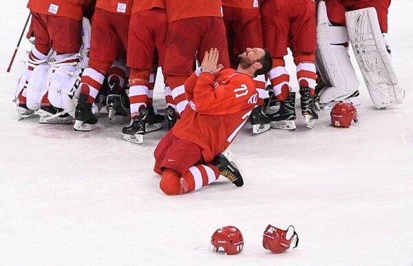 Форвард российской сборной Илья Ковальчук радуется победе на Олимпийских играх