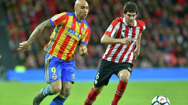 Игровой момент матча Атлетик - Валенсия
