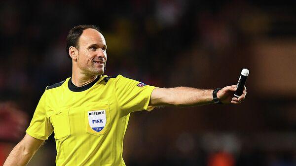 Испанский футбольный судья Антонио Матеу Лаос