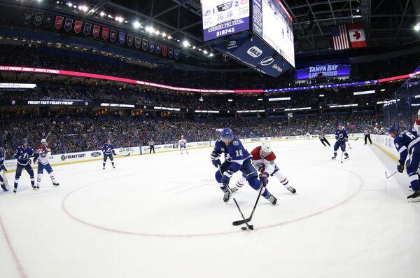 Игровой момент матча Тампа - Монреаль