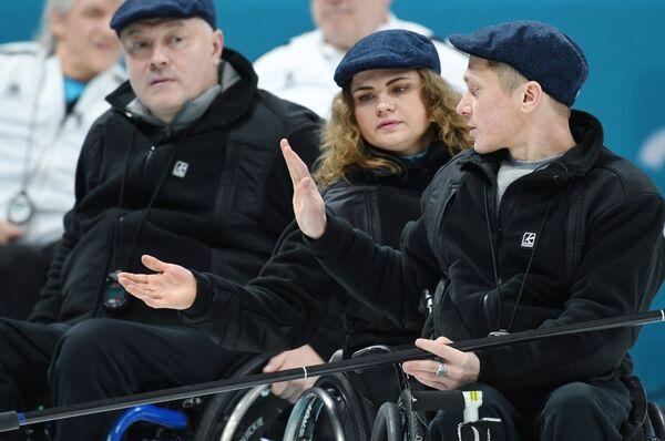Российские керлингисты Константин Курохтин, Дарья Щукина и Александр Шевченко (справа налево)