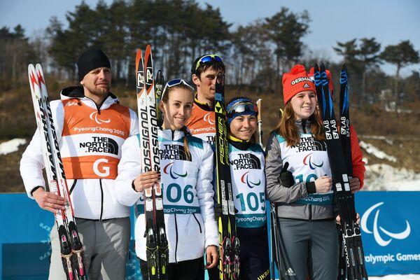 Михалина Лысова, Оксана Шишкова и Клара Клюг (слева направо) со своими ведущими