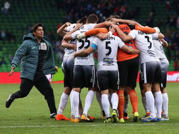 Футболисты Уфы радуются победе