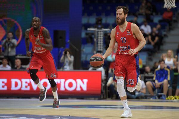 Игроки ПБК ЦСКА Отелло Хантер (слева) и Серхио Родригес