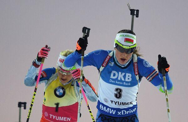 Кайса Мякяряйнен и Дарья Домрачева (слева направо)
