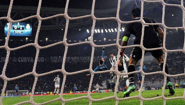 Игровой момент матча Реал - Ювентус