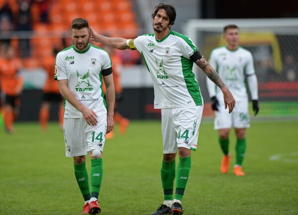 Футболисты Рубина Владимир Гранат (слева) и Сесар Навас