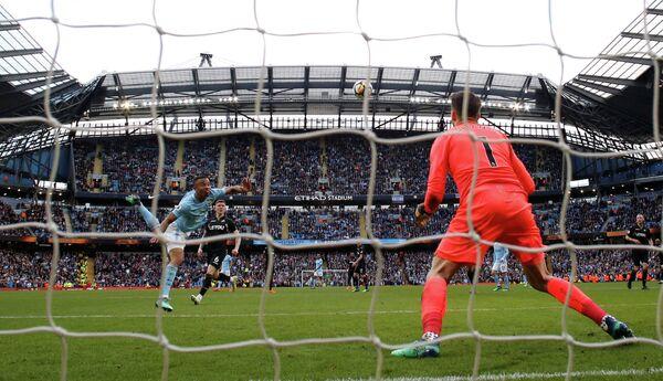 Игровой момент матча чемпионата Англии Манчестер Сити - Суонси