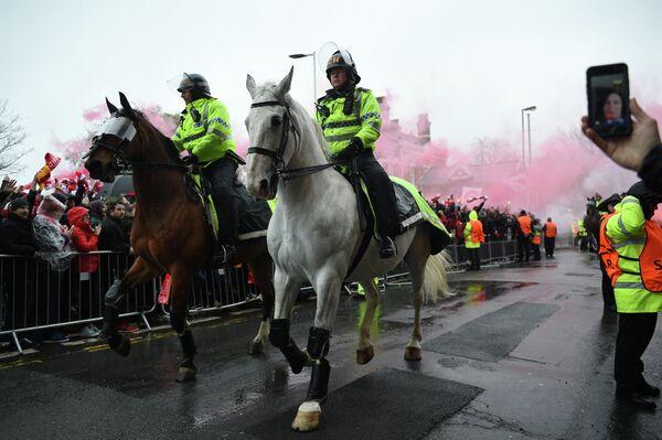 Полиция и болельщики Ромы и Ливерпуля перед матчем ЛЧ